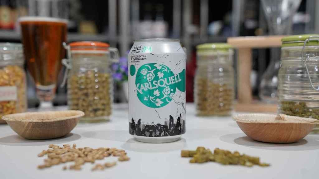 La lata de cerveza estilo IPA Karlsquell, la marca blanca de Aldi.