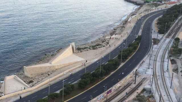 El cierre del tráfico en las zonas marcadas de Alicante será ahora por las tardes del domingo.