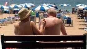Dos personas mayores en Benidorm.
