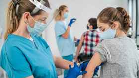 Imagen de archivo de vacunación en adolescentes.