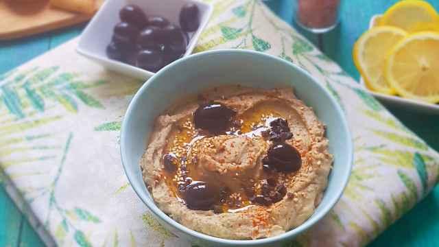 Hummus de aceituna negra Cacereña, la receta que más vas a repetir este verano