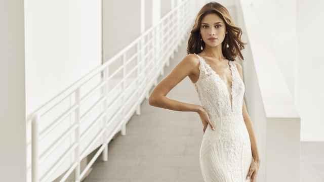 Esto es lo que Rosa Clará tiene preparado para 2022: elegancia, artesanía y tendencias