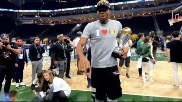 Las imágenes del deporte: Giannis Antetokounmpo se acuerda de Murcia nada más ganar el título de la NBA