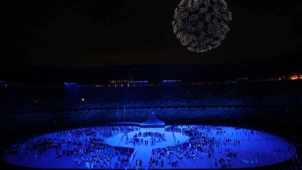 Una nube de drones dibuja el logotipo de los JJOO de Tokio sobre el Estadio Olímpico