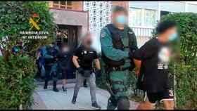 Momento de la detención de los miembros de un 'Coro' de la banda latina Dominican Don't Play.