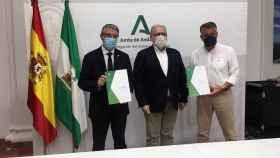 Firma del convenio para la construcción de centros de salud en Rincón de la Victoria y Nerja.