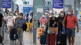 Turistas llegando al aeropuerto de Málaga.