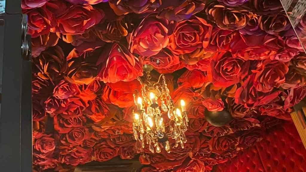Galería del techo cubierta de rosas