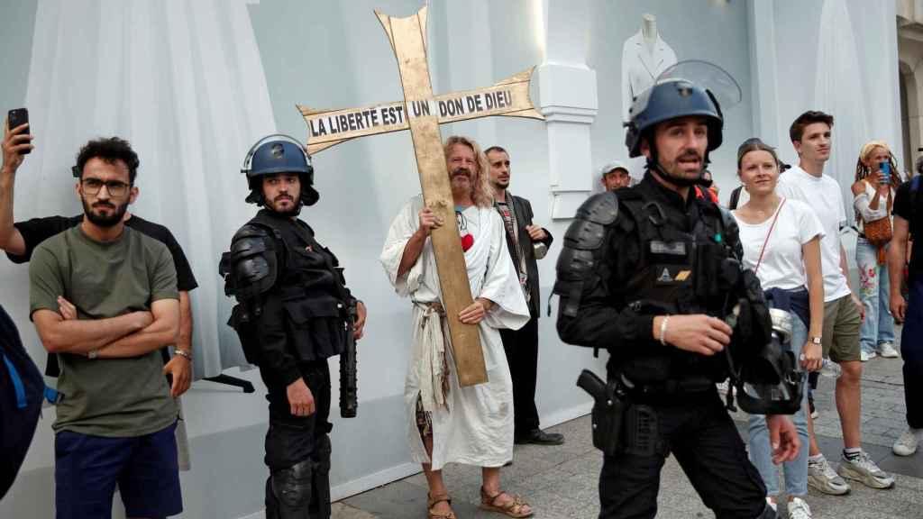 Protestas contra la ampliación del certificado sanitario en Francia.