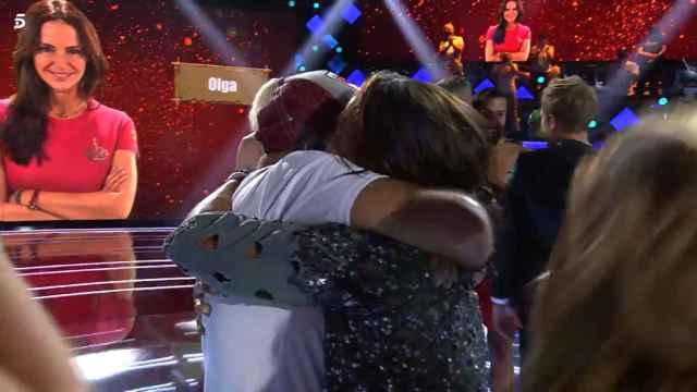 El abrazo y la frase que ponen en jaque a Jorge Javier Vázquez, Carlota Corredera y Telecinco