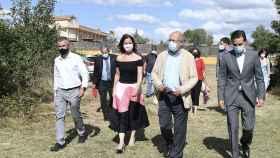 Peio García  ICAL . El vicepresidente Francisco Igea participa en el corro de alcaldes en Valdefresno (León) (1)