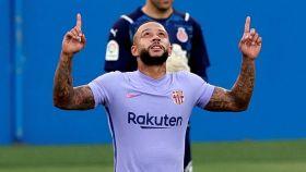 Depay debuta con el Barcelona