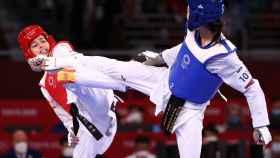 Adriana Cerezo peleando en la final olímpica contra la tailandesa Panipak Wongphatthanakit