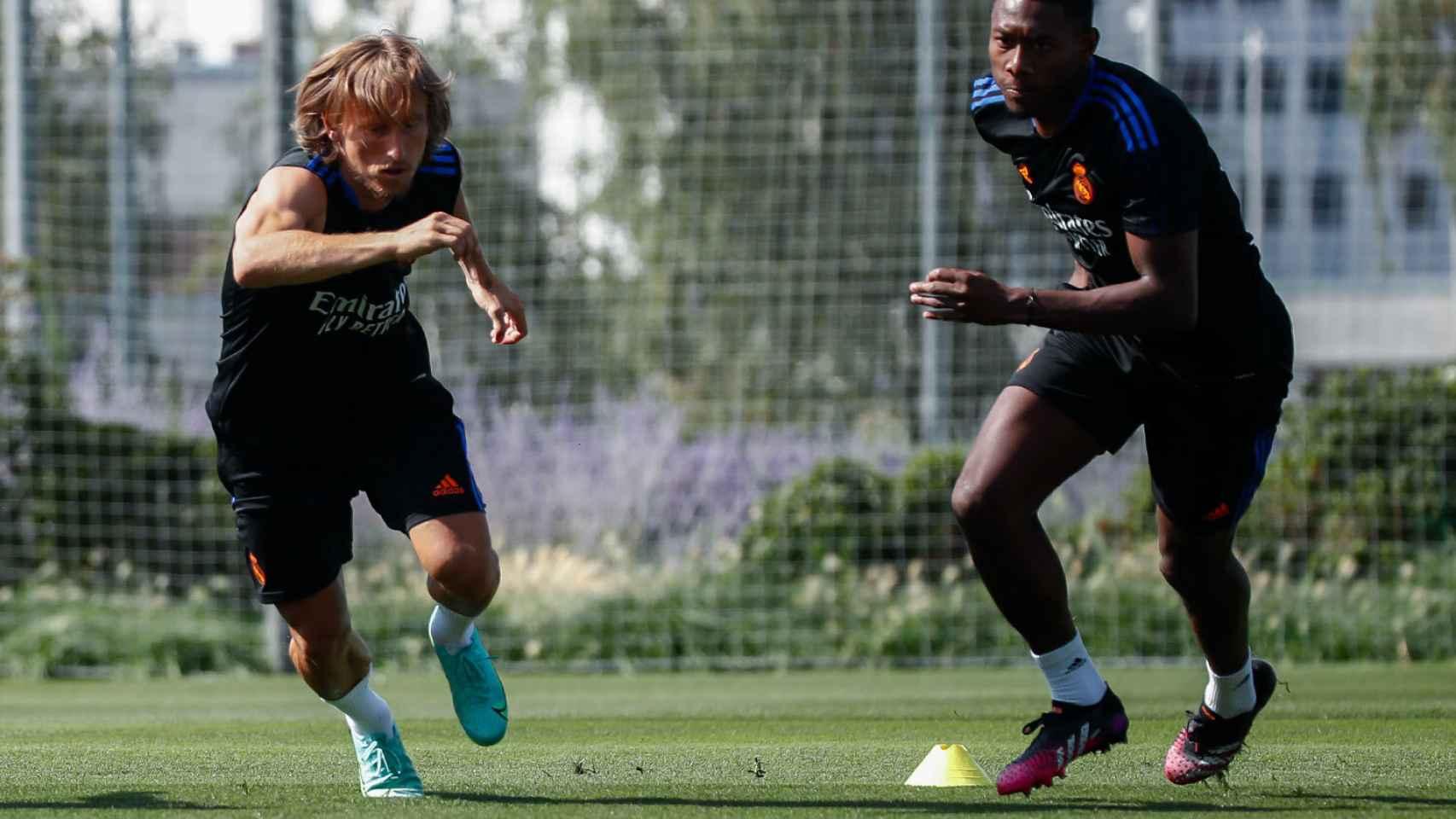 Modric y Alaba se entrenan