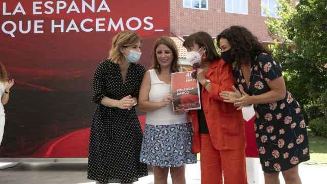 Adriana Lastra, Cristina Narbona y las coordinadoras de la Ponencia Marco, Lina Gálvez y Hana Jalloul.