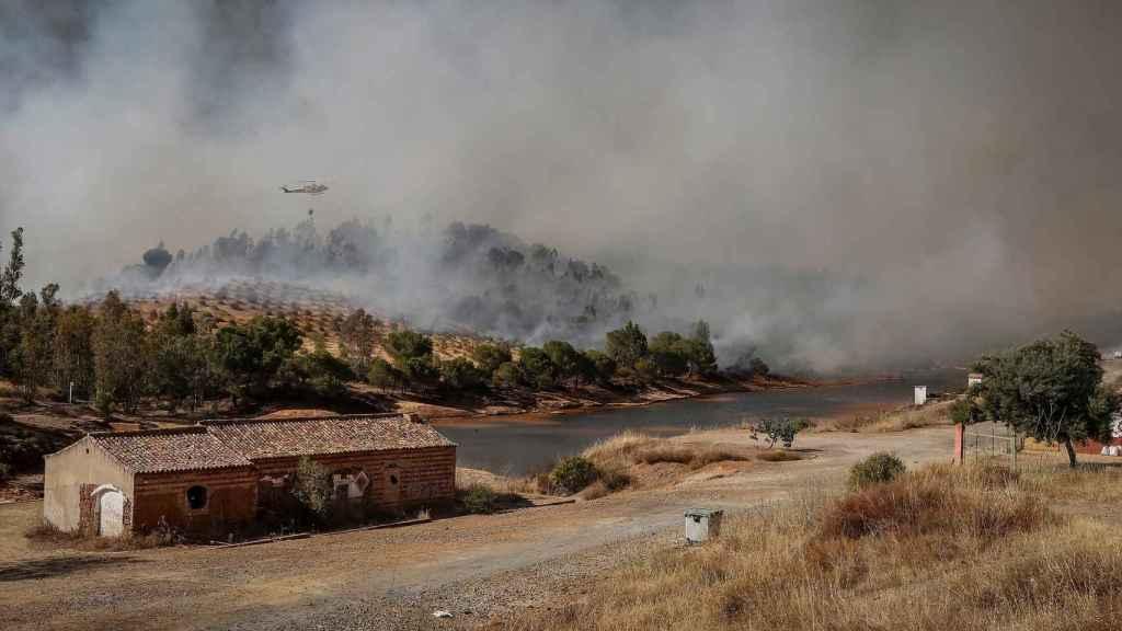 Incendio forestal en Villarrasa.