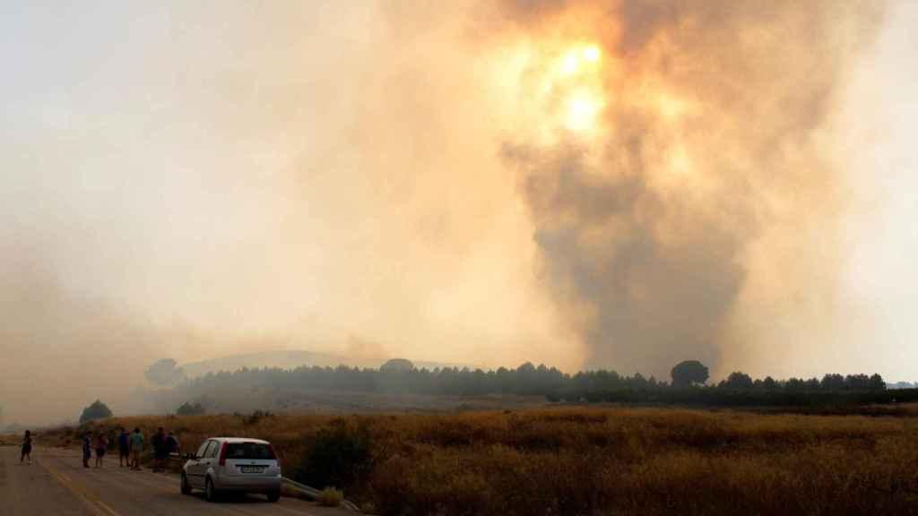 Imagen de las llamas provocadas por el incendio que se ha producido en la localidad albaceteña de Hellín.