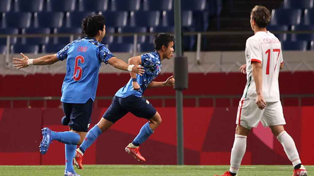 Kubo celebra su gol contra México
