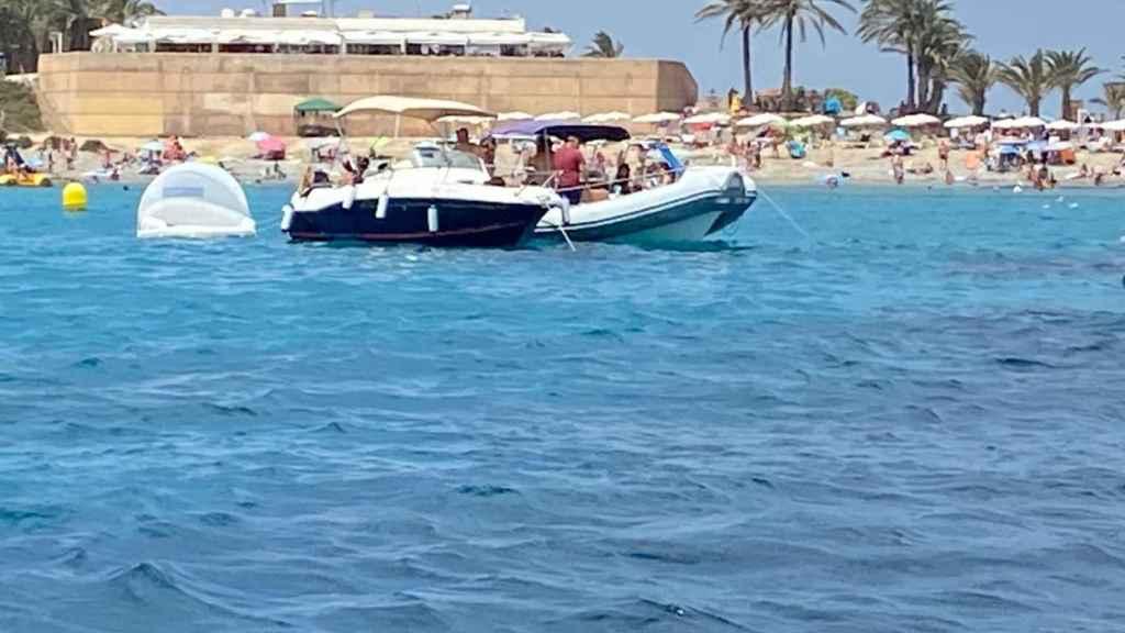 El litoral de Tabarca desde una embarcación, este domingo.