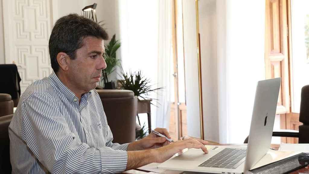 Carlos Mazón, en su despacho de trabajo.