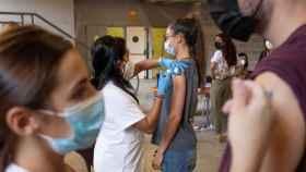 Jóvenes de Erasmus son vacunados en la región de Murcia.