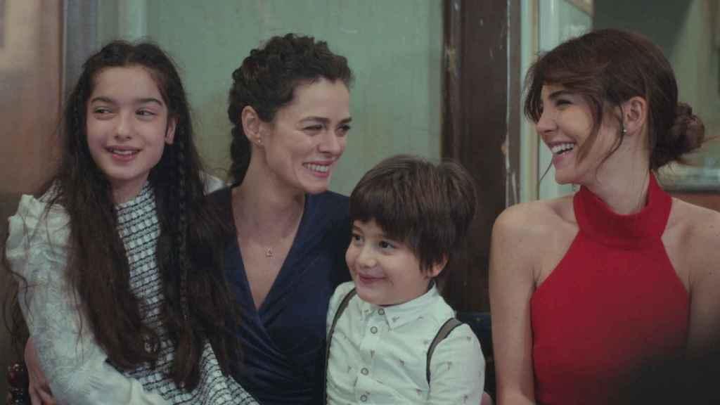 Antena 3 estira aún más el final de 'Mujer' y lo retrasa al martes