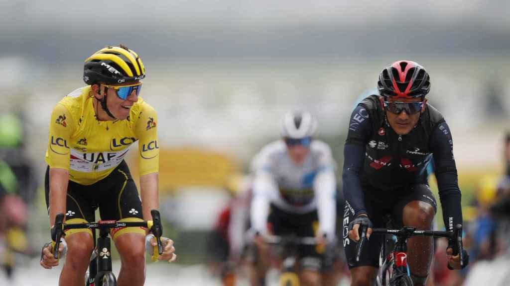 Richard Carapaz junto a Tadej Pogacar en el Tour de Francia 2021