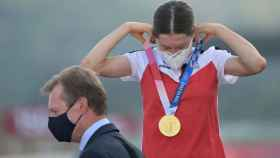 Anna Kiesenhofer, con la medalla de oro en los Juegos Olímpicos