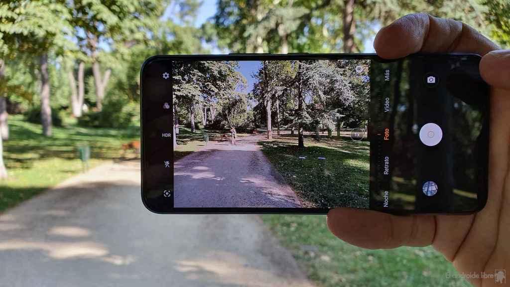 Tomando una fotografía con el vivo V21 5G