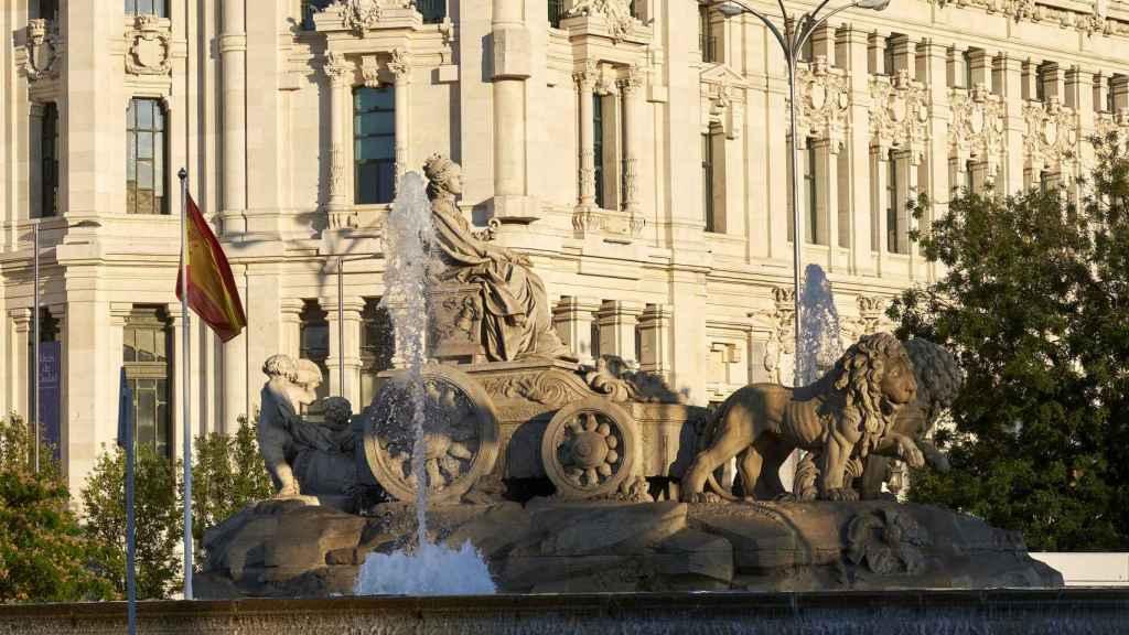 La fuente de Cibeles, frente al palacio del mismo nombre, sede del Ayuntamiento de Madrid.