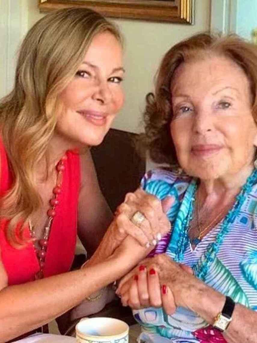 Ana Obregón junto su madre.