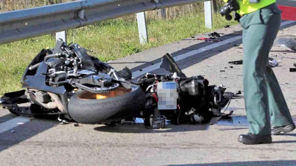 Una moto que ha sufrido un accidente de tráfico.