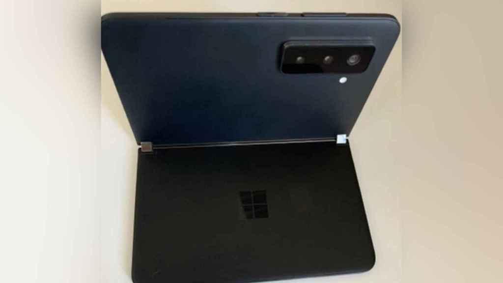 Versión negra del supuesto Surface Duo 2