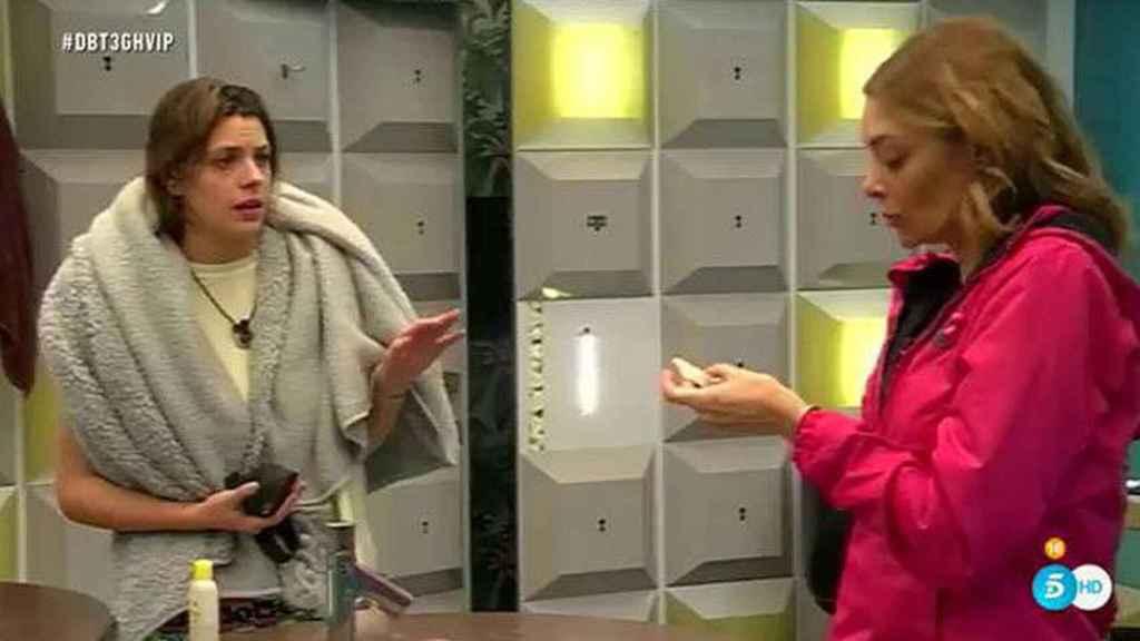 Laura Matamoros y Lucía Hoyos durante su discusión en 'Gran Hermano VIP'.