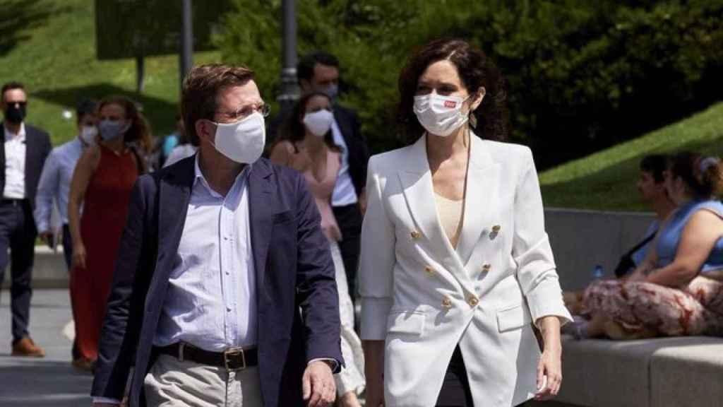 Almeida y Ayuso, ayer en el Museo del Prado, antes de conocer la noticia.