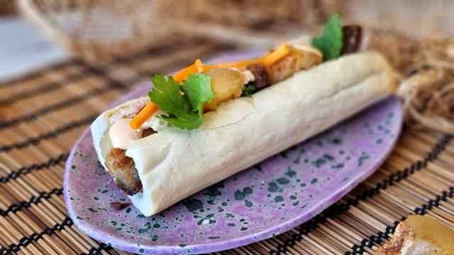 Bocadillo de panceta y encurtidos, el banh mi vietnamita