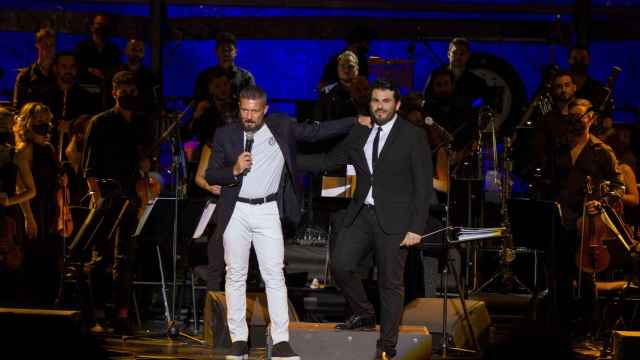 Antonio Banderas dirige su propia orquesta en Marbella.