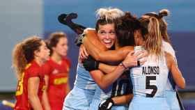 Las jugadoras argentinas celebran frente a la selección española de hockey en Tokio 2020