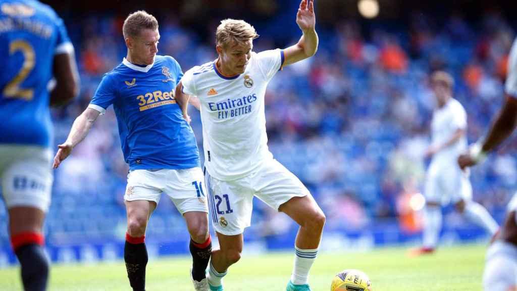 Odegaard en un partido con el Real Madrid frente al Glasgow Rangers
