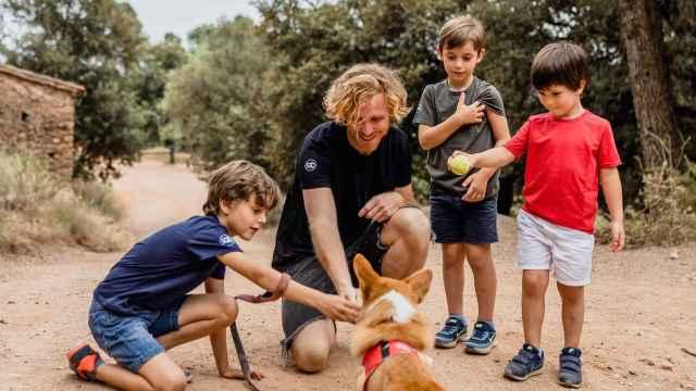 Stingbye diseña prendas para adultos, niños y mascotas.