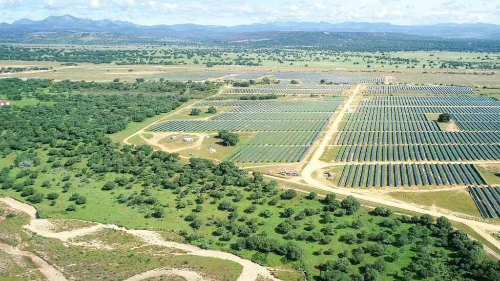 Repsol inicia la producción de electricidad en 'Valdesolar', su mayor proyecto fotovoltaico en España