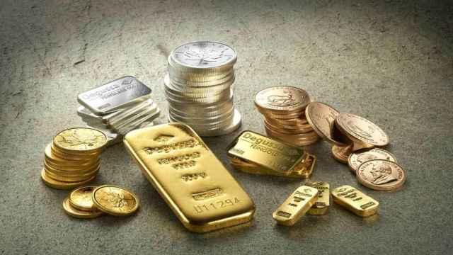 Diferentes piezas de inversión de oro  y plata.