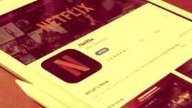 Un dispositivo móvil listo para descargar la aplicación de Netflix.