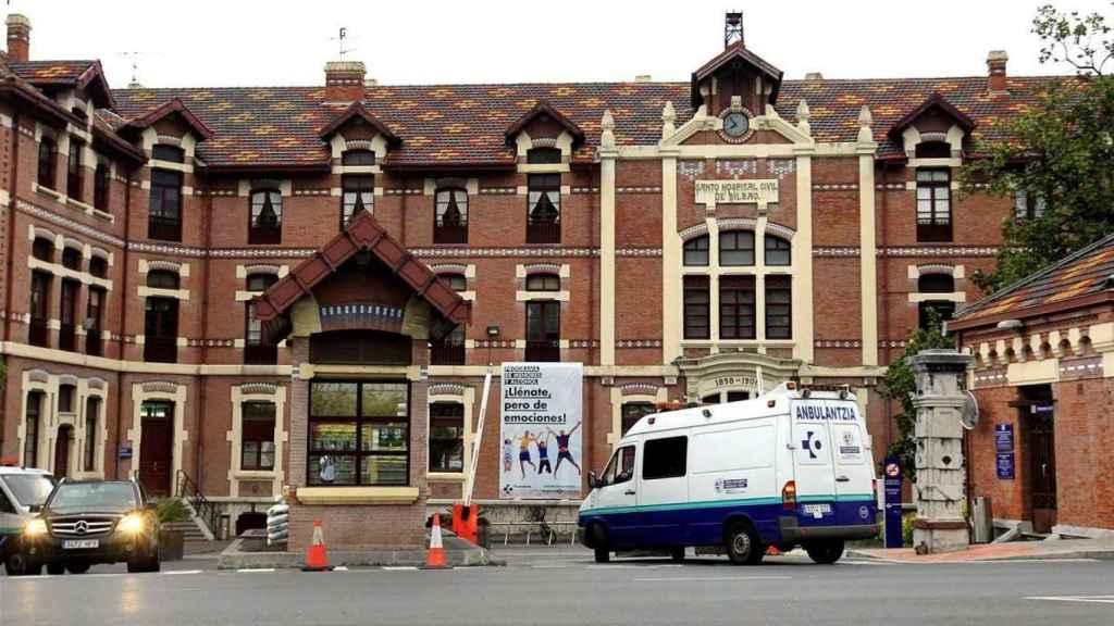 El asaltante herido fue trasladado en ambulancia al Hospital de Basurto.