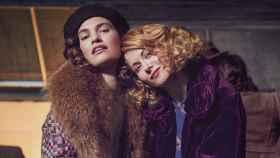 Lily James y Emily Beechamprotagonizan la serie de BBC que estrena Movistar+ 'A la caza del amor'.