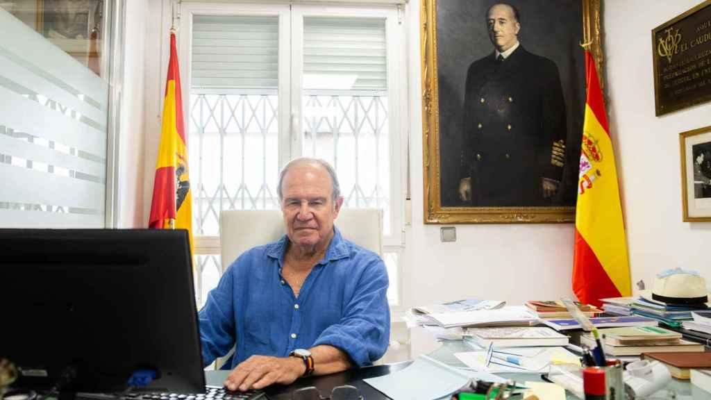 El general Juan Chicharro conversa con EL ESPAÑOL desde su despacho en la sede de la FNFF.