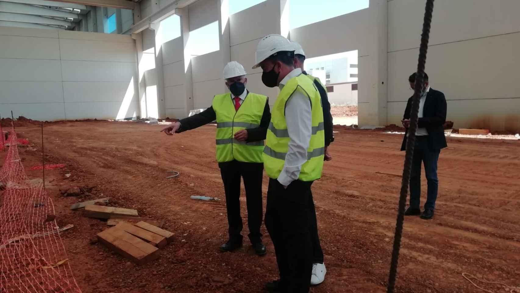 Así ha sido la visita de Francisco Requejo a las instalaciones de la empresa Latem Aluminium en Villabrázaro 1