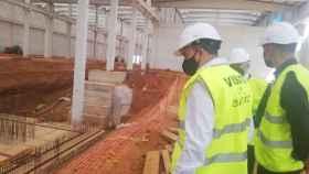 Así ha sido la visita de Francisco Requejo a las instalaciones de la empresa Latem Aluminium en Villabrázaro 5