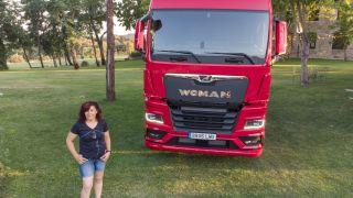 Así pasé la madrugada con la camionera Ana, la 'reina de la carretera' que desafía al machismo