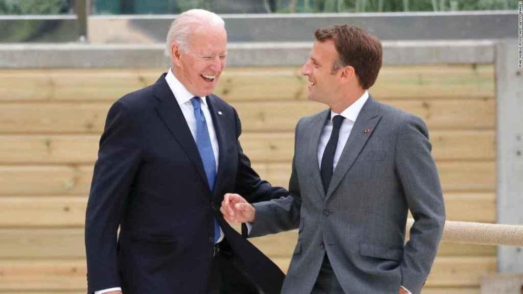 Emmanuel Macron y Joe Biden durante la última cumbre del G7 en Reino Unido.